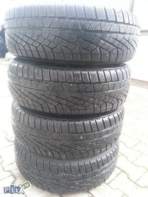 Prodajem 4 polovne gume 215/65r16 pirelli m+s zimske