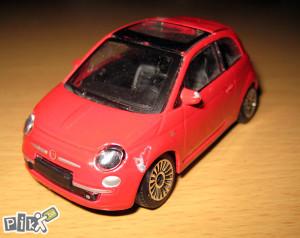 Metalni autic Burago - Fiat